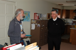 Barrie Schwortz and Father Hector Guerra L.C. in his house, Colorado