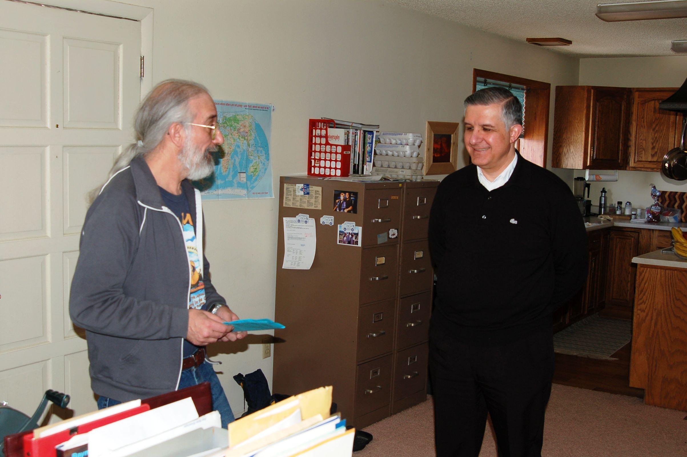 Barrie Schwortz and Father Hector Guerra