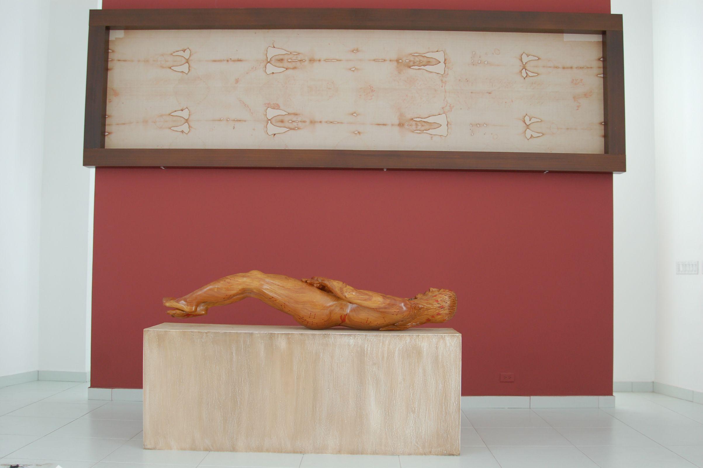 Fascimil Shroud and Sculpture