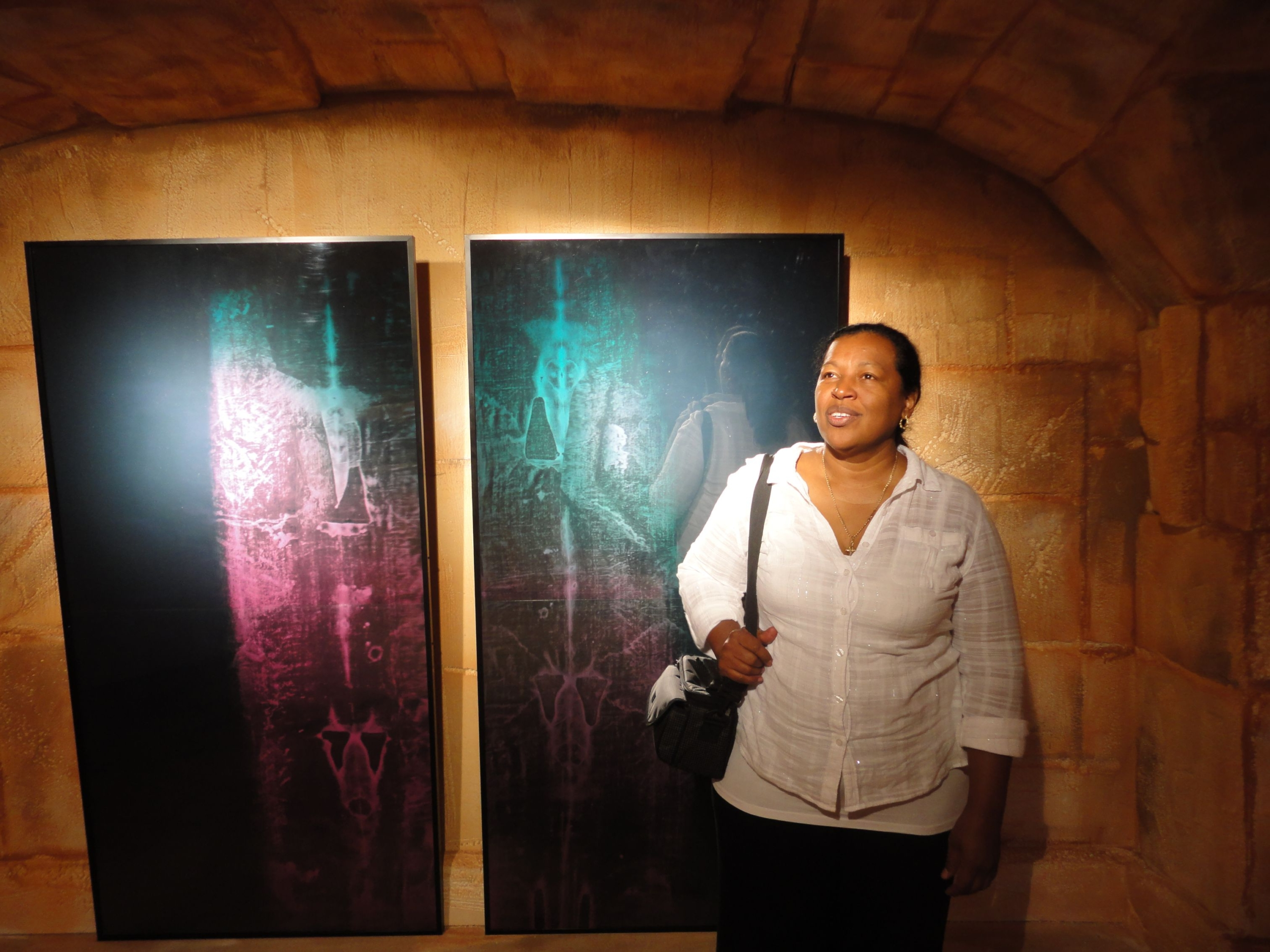 Holograms in exposition Panama