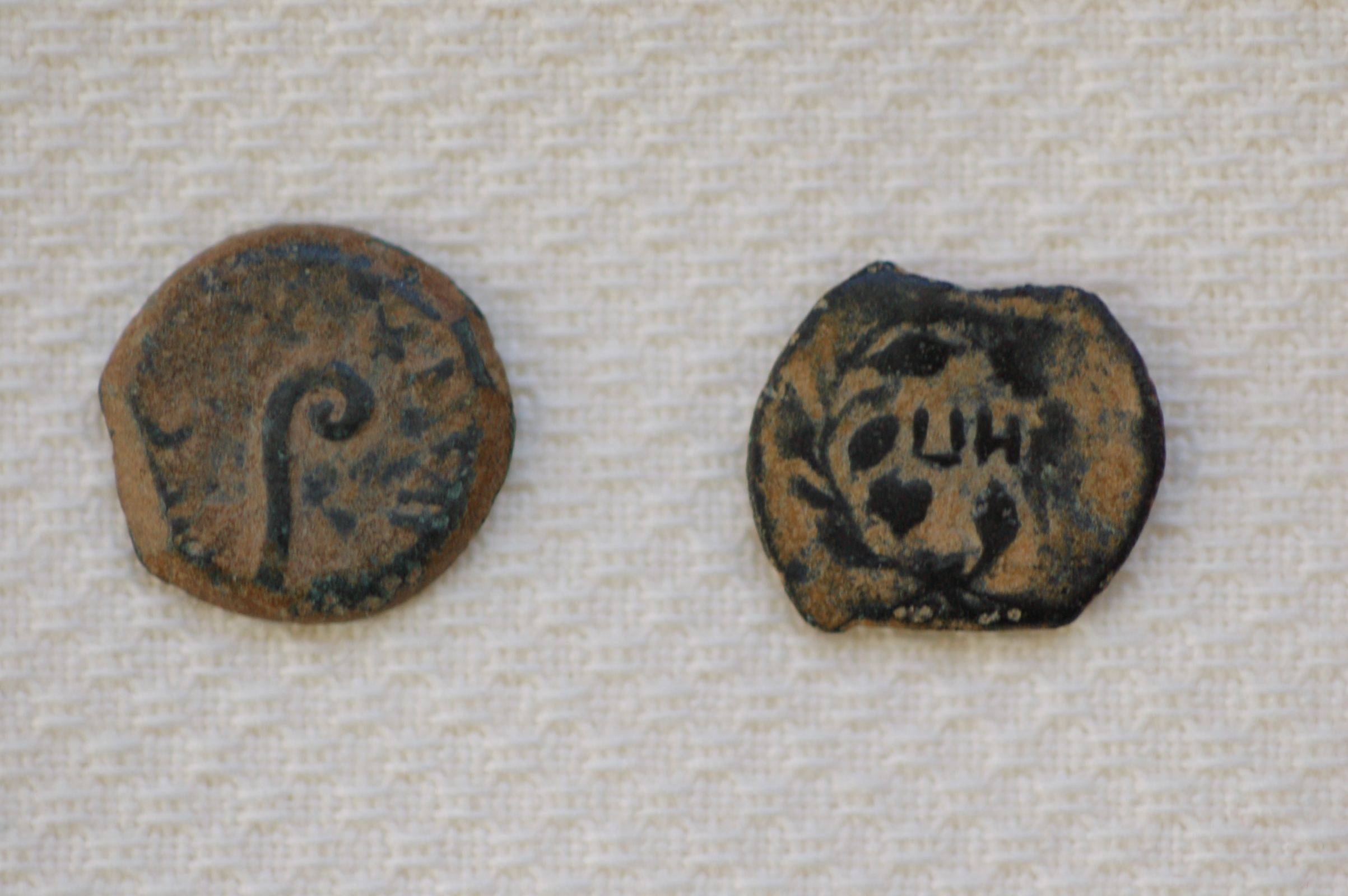 Photo 4. Front and back of lepton with Shepherd´s crook from Soons collection