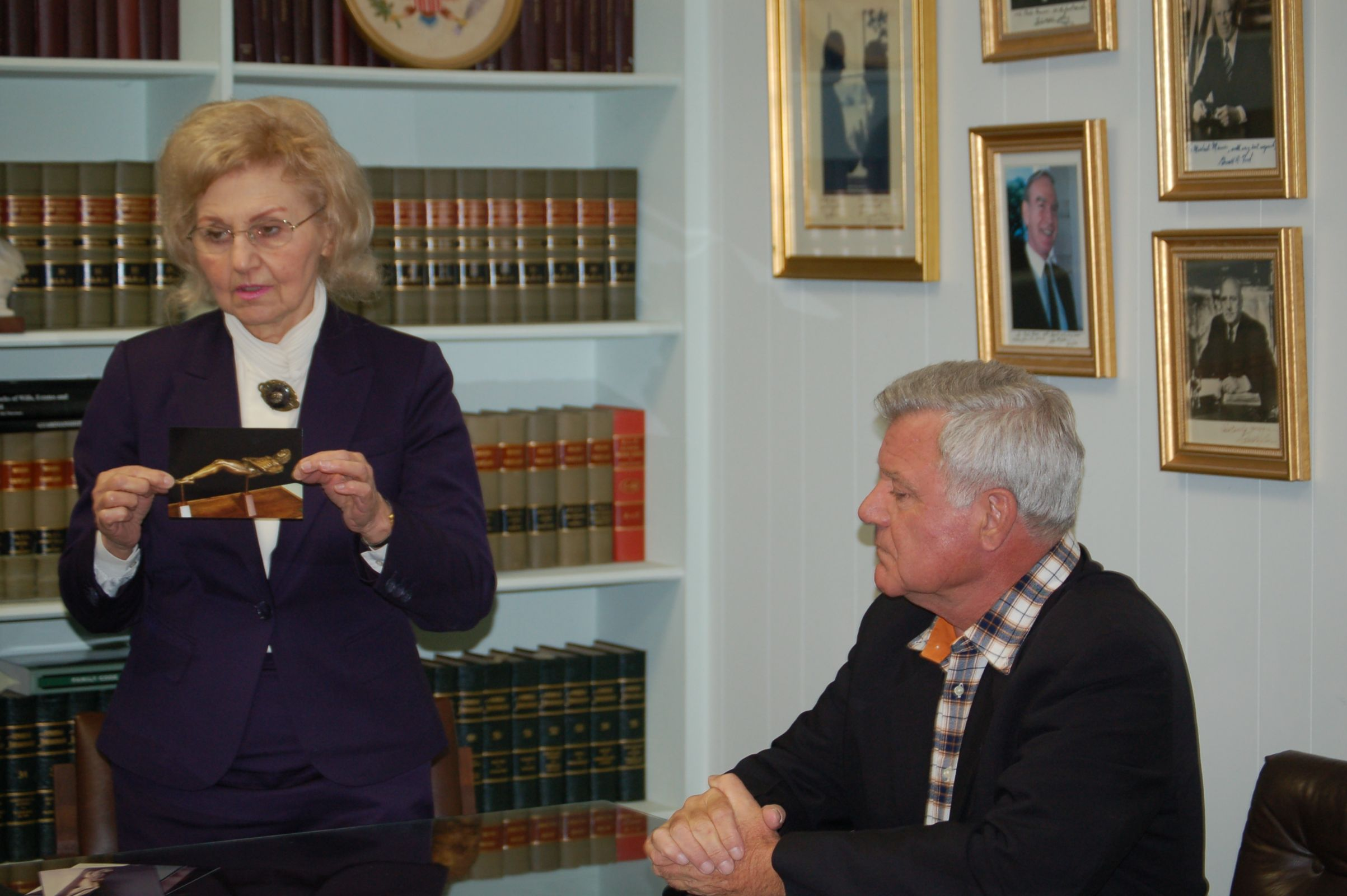 Photo 6. Isabel and Dr. Soons meeting AMSTAR