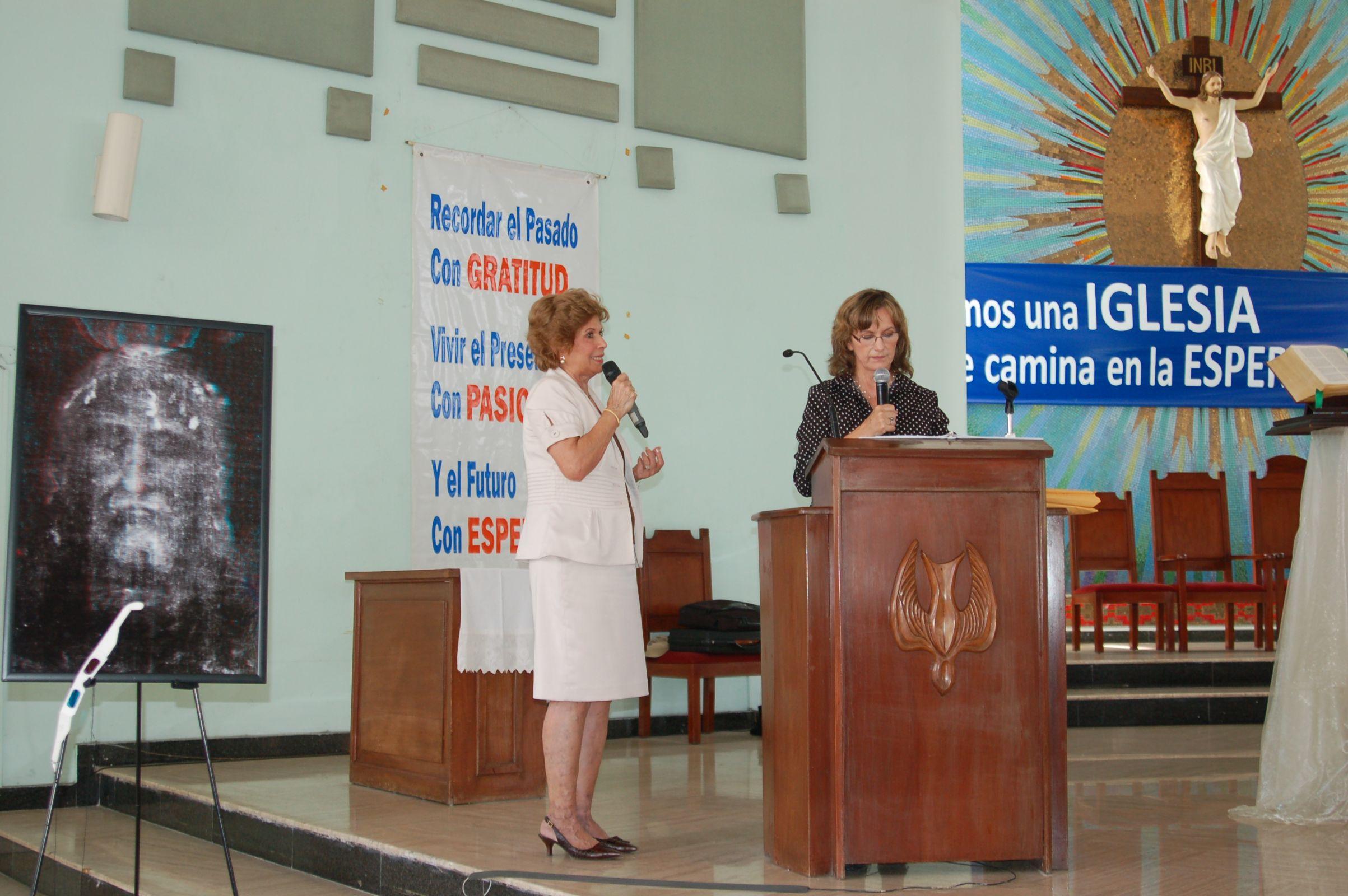 Photo 9. Conference Panama Janice Bennet and interpretor