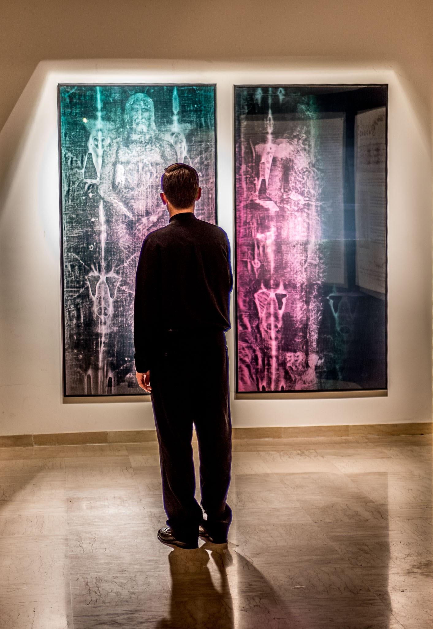 Hologram in exposition in Regina Apostolorum, Rome
