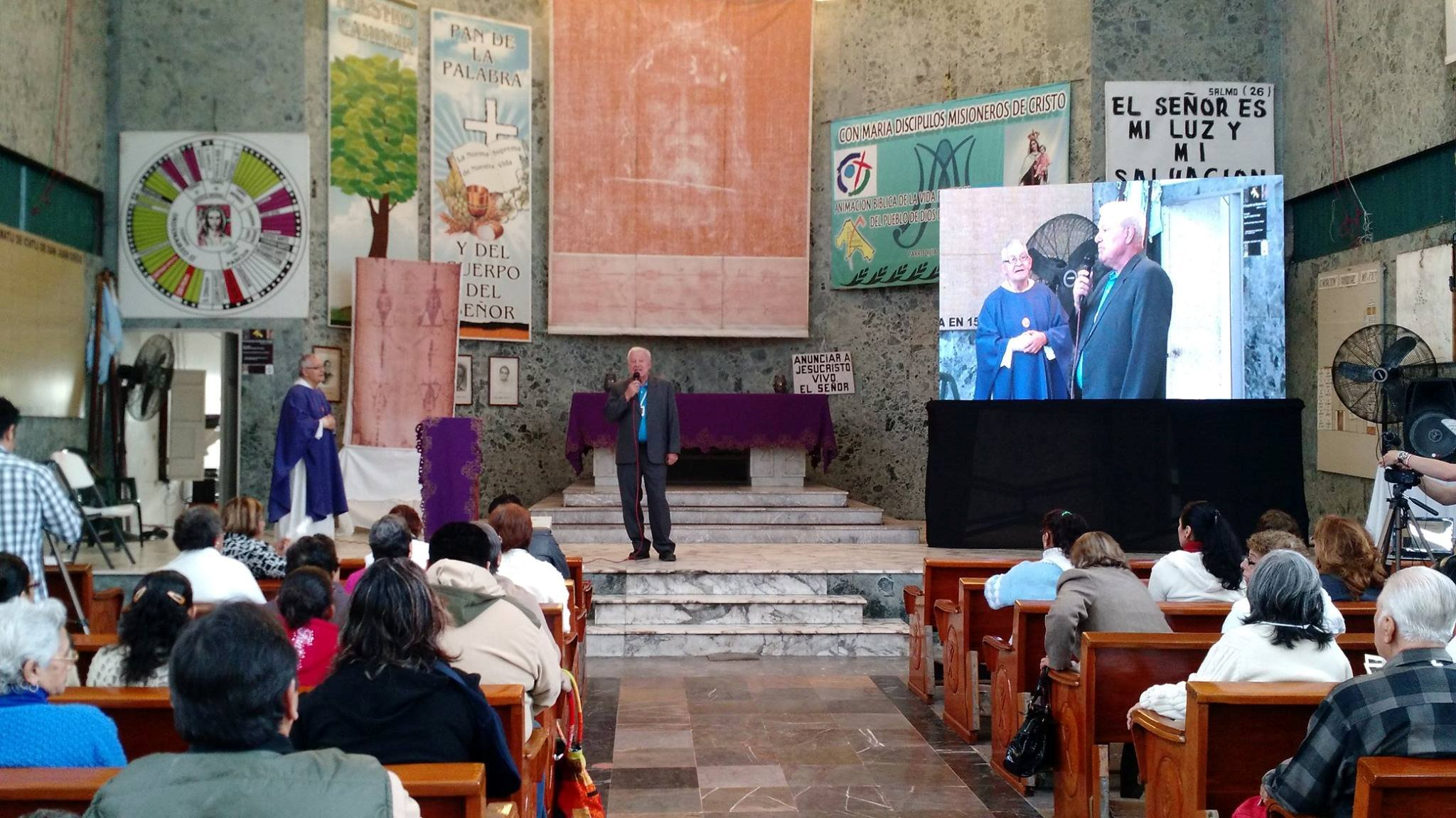 Petrus Soons giving lecture during conference of the Shroud in Poza Rica, Mexico